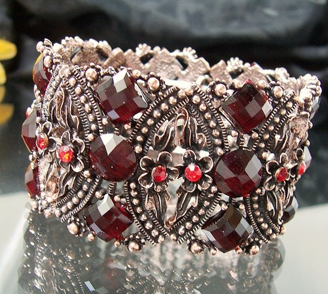A2647 Retro-Armband Blumen Rot Modeschmuck