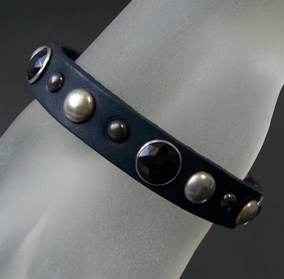 A790* Lederarmband Nieten einreihig 23,5cm dark blue neu