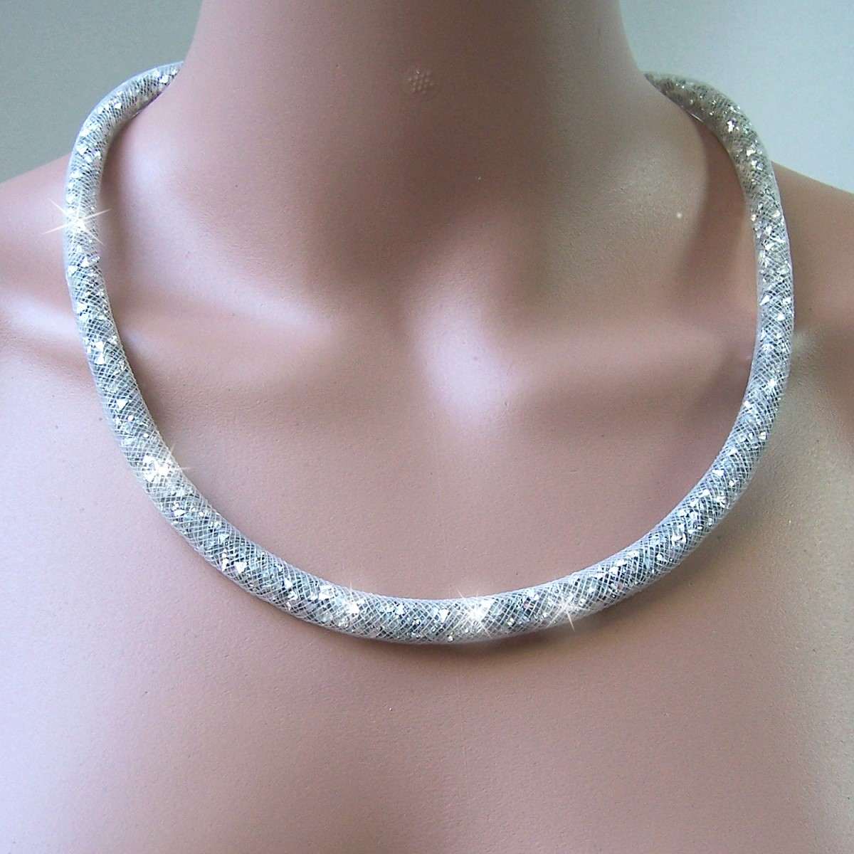 K2622# Collier 58cm lang Strasskristalle silber in 3D-Netzschlauch