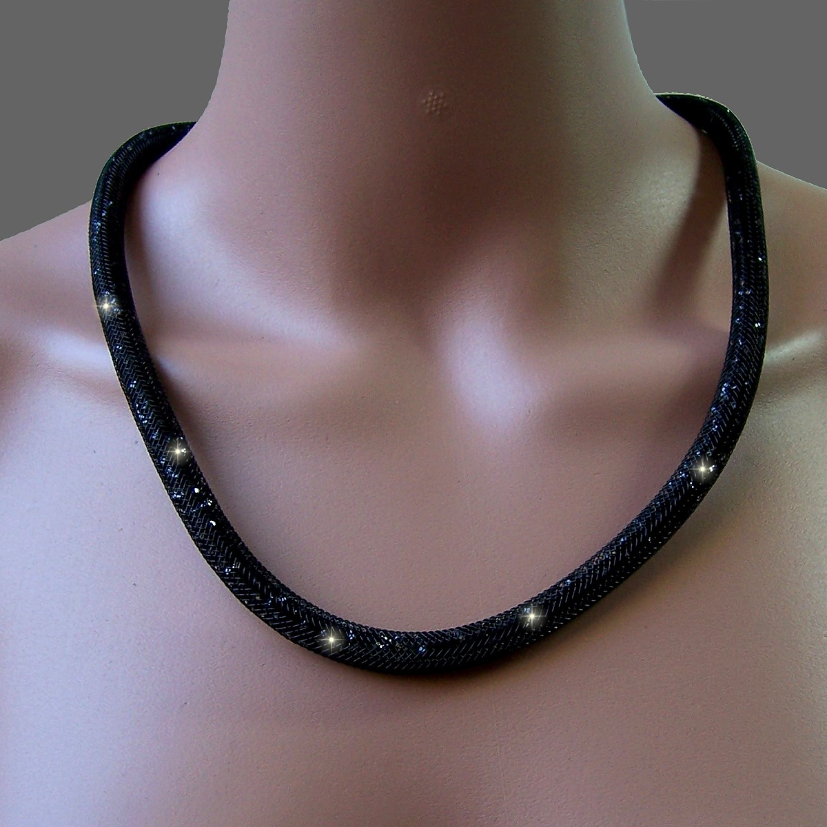 K602# Collier 58cm lang Strasskristalle schwarz in 3D-Netzschlauch