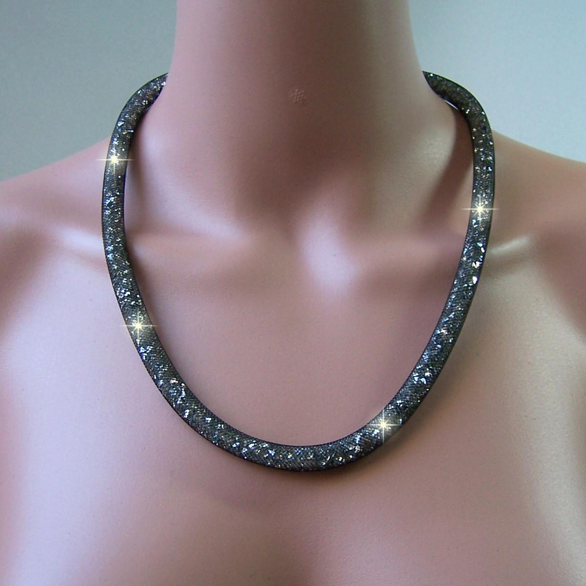 K847# Collier 58cm lang Strasskristalle darkstone in 3D-Netzschlauch