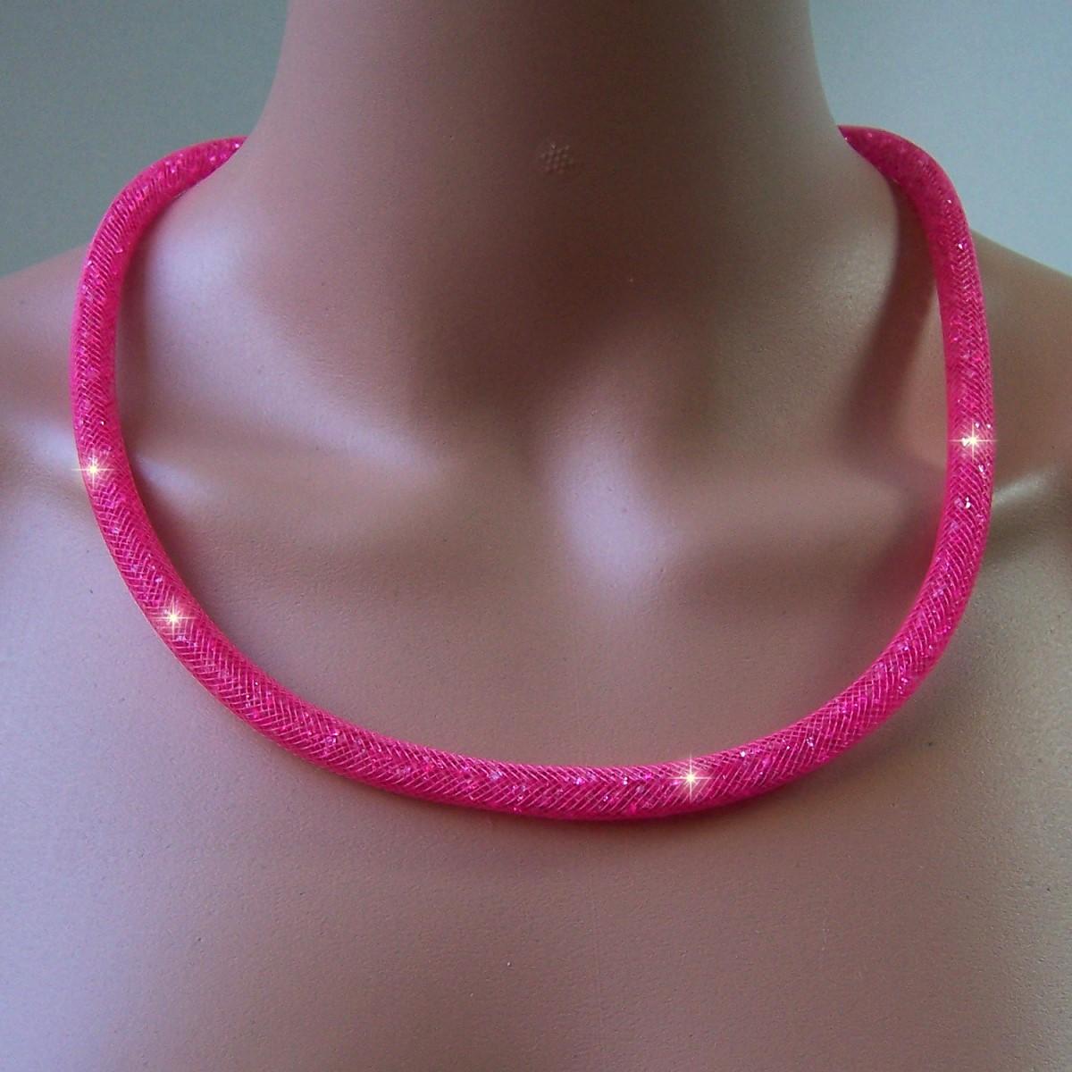 K897# Collier 58cm lang Strasskristalle pink in 3D-Netzschlauch