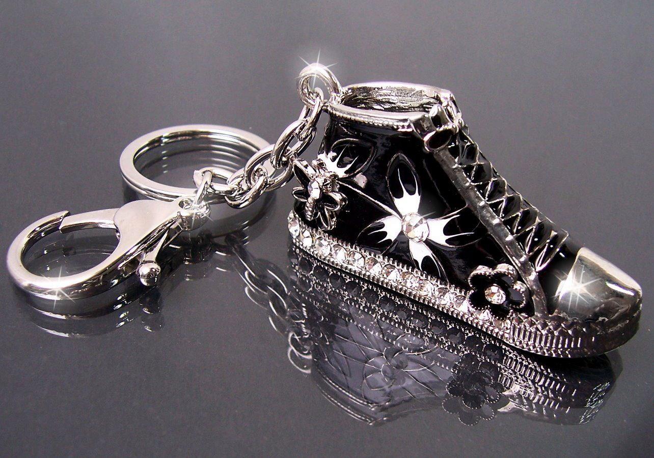 Ta2331* Anhänger Tasche, Schlüsselanhänger Turnschuh Silber schwarz
